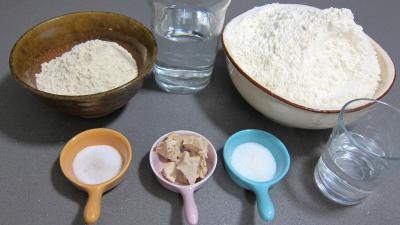 Ingrédients pour la recette : Halloween les pains fantômes