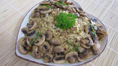 quinoa : Plat de quinoa en risotto aux champignons