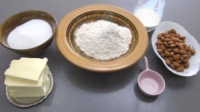 Ingrédients pour la recette : Boterkock (ou boterkoeck) de saint Nicolas à la hollandaise