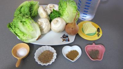 Ingrédients pour la recette : Capelletis et son velouté champignons et laitues