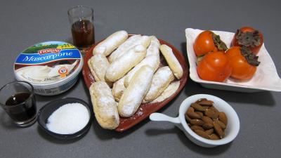 Ingrédients pour la recette : Kakis en trifle aux amandes