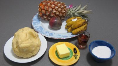 Ingrédients pour la recette : Tatin à l'ananas, fruit de la passion et bananes