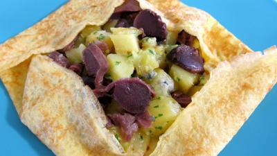 confit : Assiette de crêpe farcie aux gésiers confits et pommes de terre