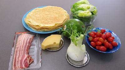 Ingrédients pour la recette : Crêpes en salade aux légumes variés