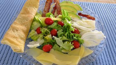 Recette Assiette de crêpes en salade aux légumes variés