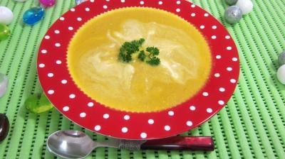 Image : Assiette de bouillie aux carottes et aux oranges