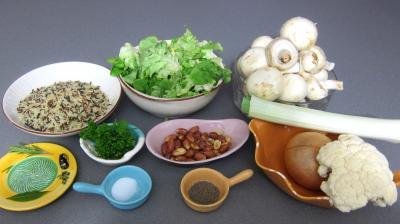 Ingrédients pour la recette : Cacahuètes grillées et ses restes de légumes