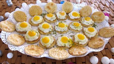 Image : Plat de crackers à la ricotta et aux oeufs de caille