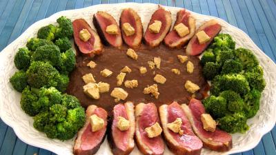 Recettes sans oeufs : Assiette de magret au foie gras et aux brocolis
