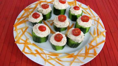 crustacés : Assiette de concombre farci aux crevettes