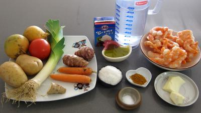 Ingrédients pour la recette : Soupe de gambas à la crème de coco