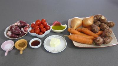 Ingrédients pour la recette : Allumettes de carottes et topinambours en salade