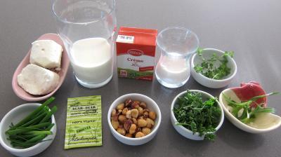 Ingrédients pour la recette : Panna cotta au chèvre et aux noisettes