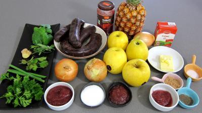 Ingrédients pour la recette : Boudins aux pommes et ananas à la purée de framboises Vitabio