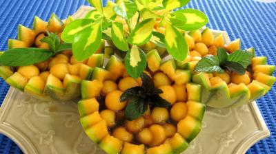 Cocktail de perles de melon au Porto et à l'Izarra