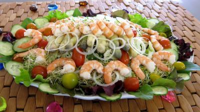 couscous : Assiette ce couscous, légumes, fines herbes et crevettes
