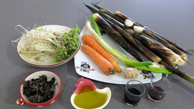Ingrédients pour la recette : Germes de soja et pousses de bambou au gingembre