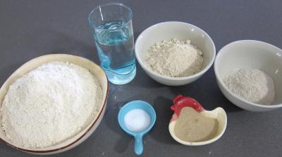 Ingrédients pour la recette : Boules de pains au levain à l'ancienne