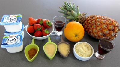 Ingrédients pour la recette : Ananas à la plancha et sa sauce aux fraises
