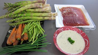Ingrédients pour la recette : Ballotins d'asperges, d'haricots beurre et carottes