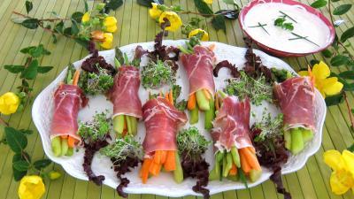 Image : Assiettes de ballotins d'asperges, haricots beurre et carottes