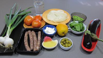 Ingrédients pour la recette : Pizza aux petits pois et aubergines