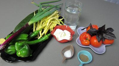 Ingrédients pour la recette : Velouté de courgette au chèvre chaud