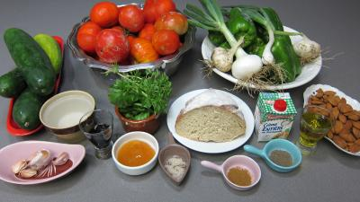 Ingrédients pour la recette : Gazpacho andalou aux poivrons verts