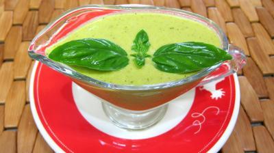 crème salée : Saucière de crème au basilic et mascarpone