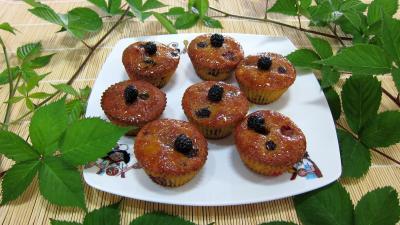 cupcakes : Assiette de cupcakes aux nashis et mûres