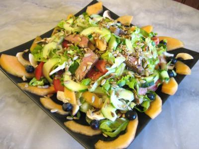 Image : Plat de salade de melon aux graines de tournesol