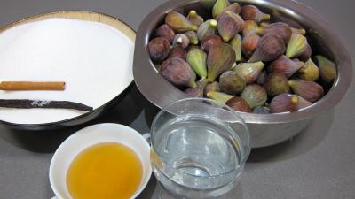Ingrédients pour la recette : Figues confites aux épices