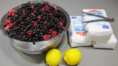 Ingrédients pour la recette : Confiture de fruits rouges