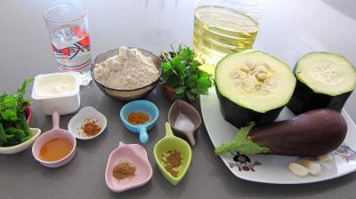 Ingrédients pour la recette : Pakoras ou beignets de courgette et aubergine