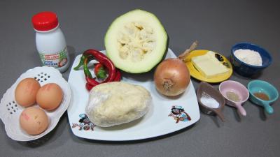 Ingrédients pour la recette : Tarte aux courgettes et piment doux