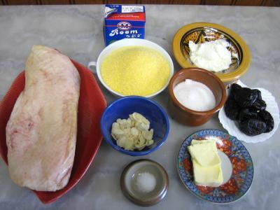 Ingrédients pour la recette : Magret au caramel et aux amandes et sa polenta aux pruneaux