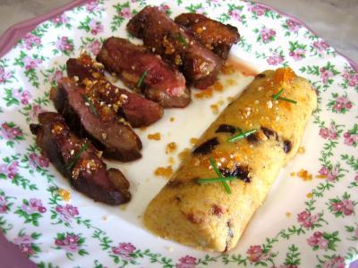 Recette Magret au caramel et aux amandes et sa polenta aux pruneaux