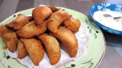 noix de cajou : Assiette de samossas aux blettes et à la sauge