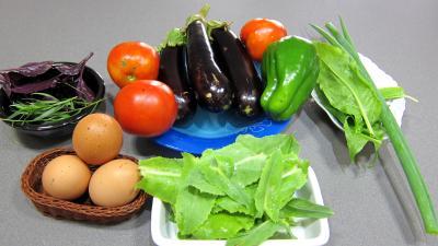 Ingrédients pour la recette : Aubergines crues en salade