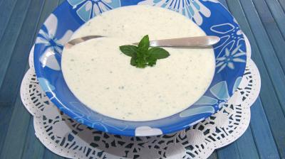 yaourt nature : Coupelle de sauce au yaourt au chèvre