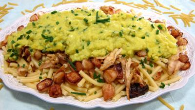 plat complet : Grand plat de maccheroni au poulet, navets et coulis de courgette