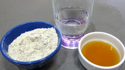 Ingrédients pour la recette : Levain sans gluten à la farine de sarrasin