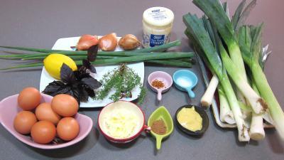 Ingrédients pour la recette : Fondue de poireaux aux oeufs fantômes