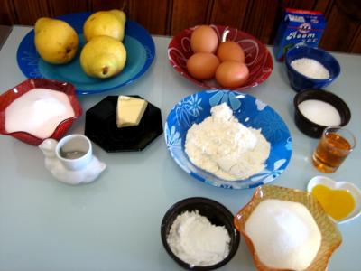 Ingrédients pour la recette : Gâteau aux poires et sa crème au Grand Marnier