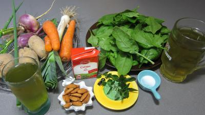 Ingrédients pour la recette : Epinards, carottes, poireau en velouté