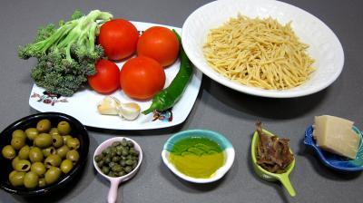 Ingrédients pour la recette : Pâtes Trofie liguri alla puttanesca revisitées