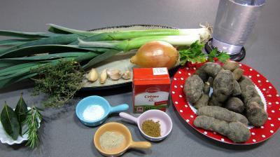Ingrédients pour la recette : Soupe vitelottes et poireaux