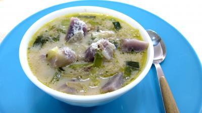 Cuisine diététique : Bol de soupe vitelottes et poireaux