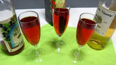 Boissons : Verres de kir au Jurançon