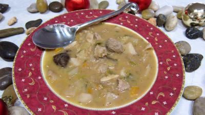 Image : Assiette de soupe de thon aux topinambours